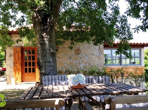 Casa da Raposeira - área de refeições exterior