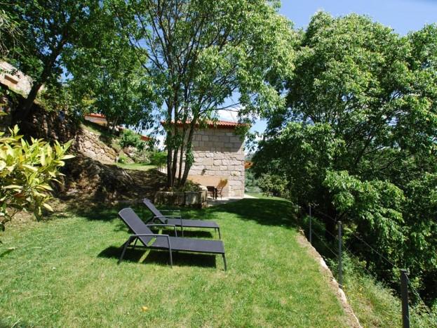 Casa do Sobreiro - jardim relvado