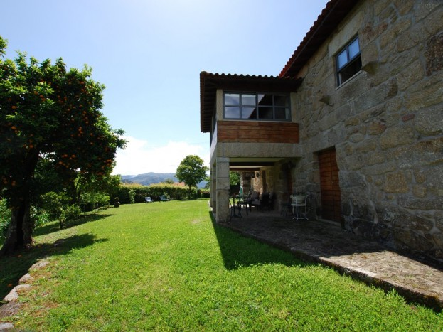 Casa da Raposeira - garden lawn