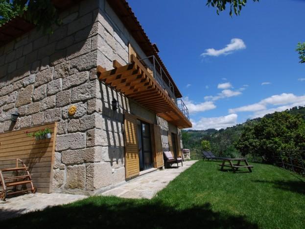 Casa do Sobreiro - front lawn
