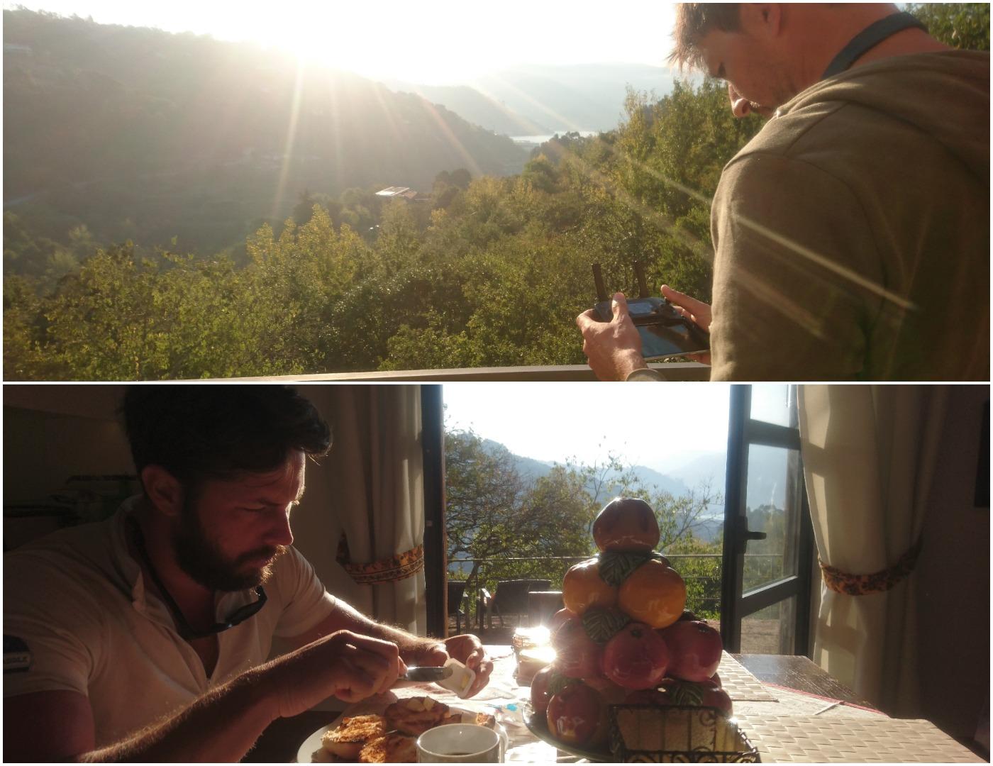 Gonçalo a guiar o seu drone, da varanda da Casa do Sobreiro. No andar de baixo, Samuel a tomar a dose matinal de calorias ao pequeno-almoço, antes de iniciarem mais uma jornada.